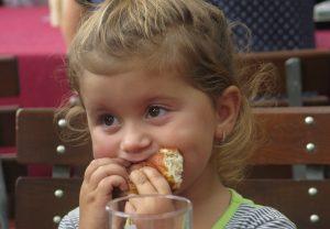 alimentatia la copil