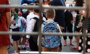 Sunt Vladut si de ziua mea vreau la scoala